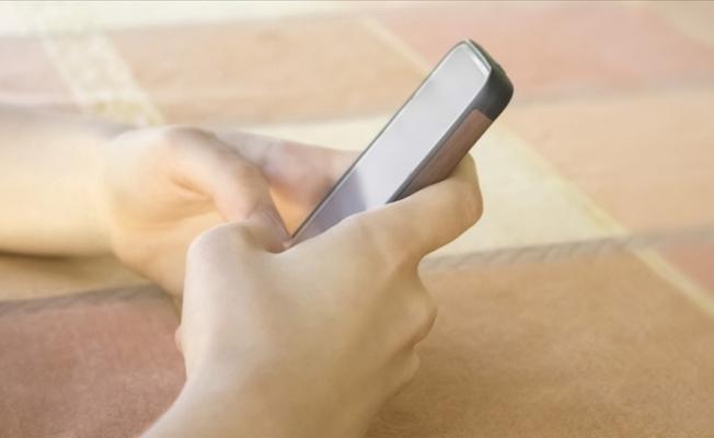 Cep telefonu, çocuklar için 'muhtemel kanserojen'