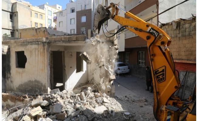 Haliliye'de Riskli ve Metruk Yapılar Yıkılıyor