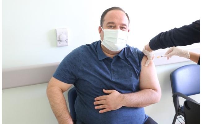Salih Ekinci, Kovid-19 aşısının ilk dozunu yaptırdı