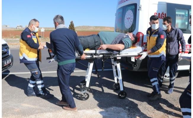 Şanlıurfa'da işçilerin bulunduğu otomobil devrildi: 6 yaralı