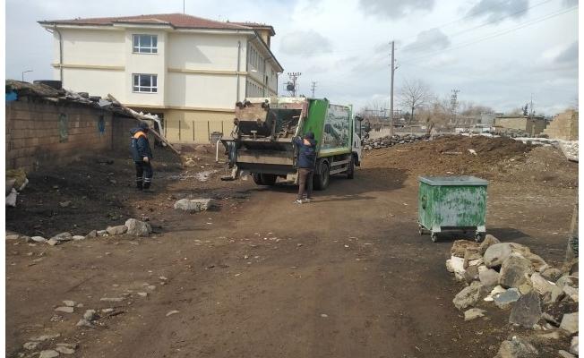 Siverek kırsalında çöpler toplanmaya başladı