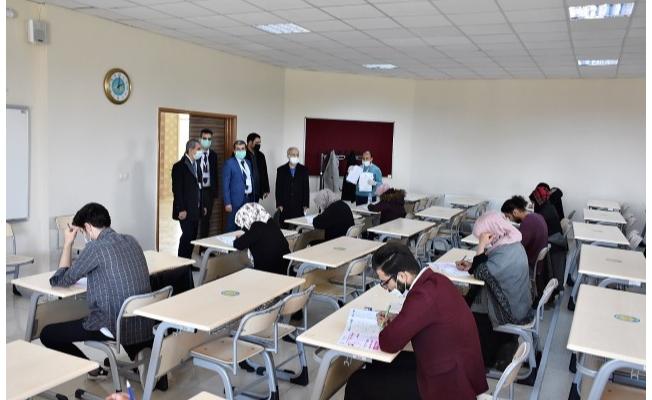 HRÜ'de Yabancı Öğrenci Sınavı'na 7 bin 900 öğrenci katıldı