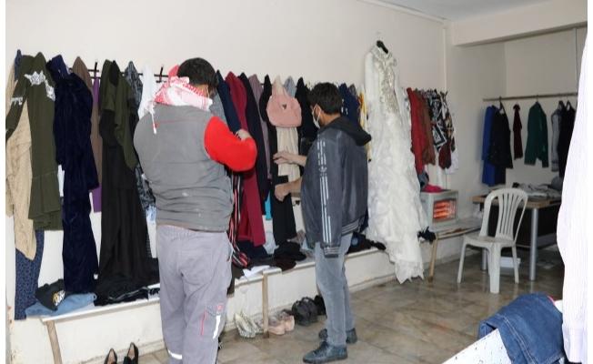 Karaköprü'de ihtiyaç sahipleri bu mağazadan giyiniyor
