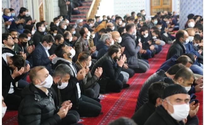 Şanlıurfa'da Berat Kandili dualarla idrak edildi