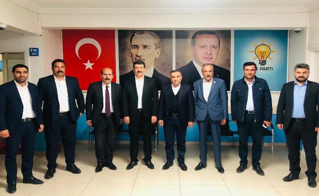 Ekinci, AK Parti İl ve İlçe Teşkilatını Ziyaret Etti