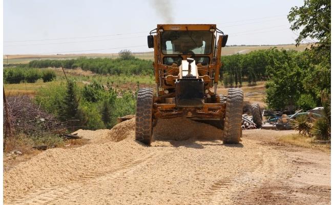 Karaköprü kırsalında yol hizmeti tam gaz sürüyor