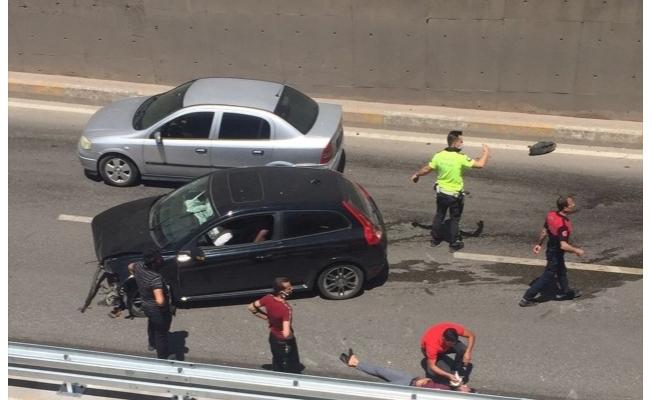 Şanlıurfa'da otomobil refüje çarptı: 1 yaralı