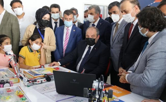 Bakan Varank STEM Akademi'yi ziyaret etti