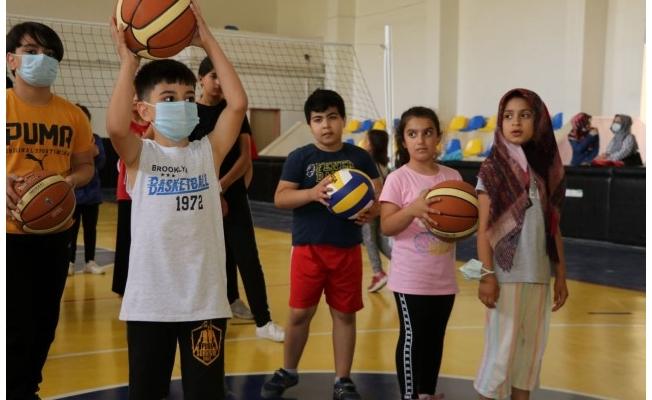 Çocuklardan basketbol kursuna yoğun ilgi