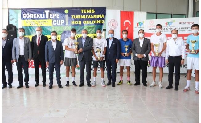 Teniste Göbeklitepe Büyükler Yaz Kupası sona erdi