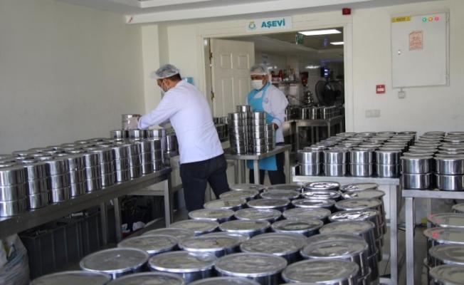 Haliliye'de 706 aileye günlük sıcak yemek