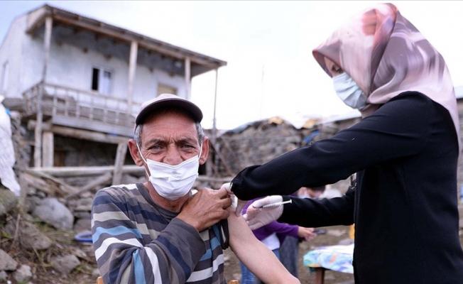 Sağlık ekipleri bayramda da aşı mesaisinde