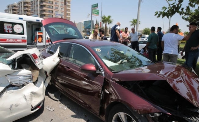Şanlıurfa'da 3 aracın karıştığı trafik kazasında 6 kişi yaralandı