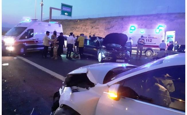Şanlıurfa'da iki otomobil çarpıştı: 8 yaralı