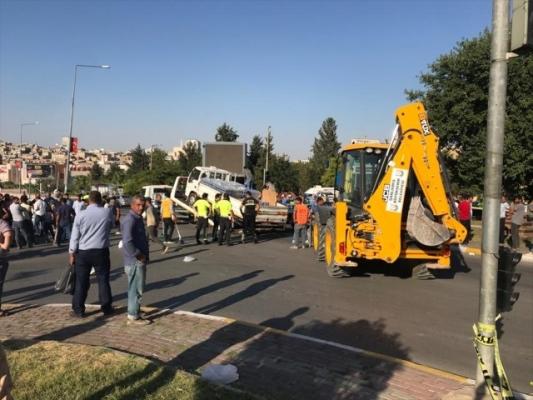 Şanlıurfa'da kamyonet ile motosiklet çarpıştı: 1 ölü, 1 yaralı