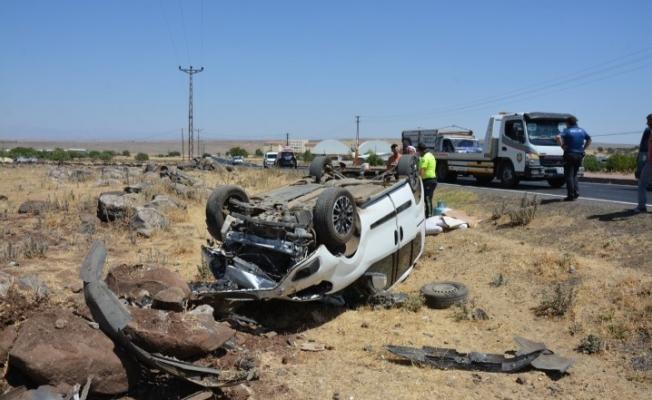 Siverek'te ticari araç şarampole devrildi: 8 yaralı