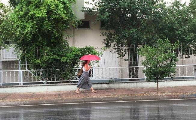 Antalya'da sevindiren yağmur