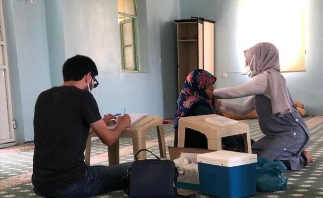 Aşı çalışmalarına destek veren köylüler çevresindekileri de teşvik ediyor