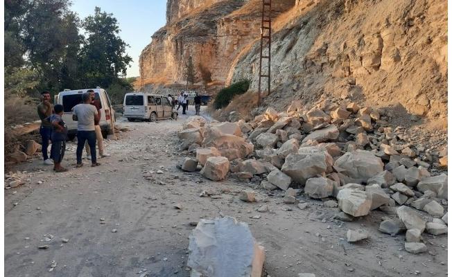 Birecik-Halfeti yolu heyelan nedeniyle trafiğe kapandı