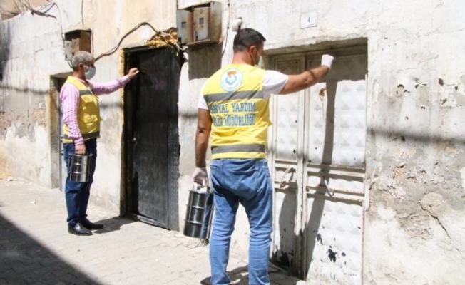 Haliliye'de evlere aşure dağıtıldı