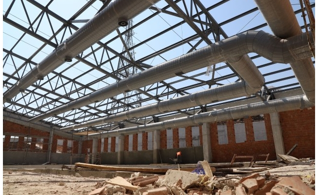 Karaköprü'de kapalı yüzme havuzu çalışmaları sürüyor