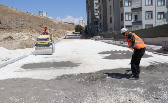 Karaköprü'de yeni yollar parke taşıyla döşeniyor