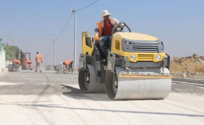 Karaköprü'de yollara kilitli parke taşı döşeniyor