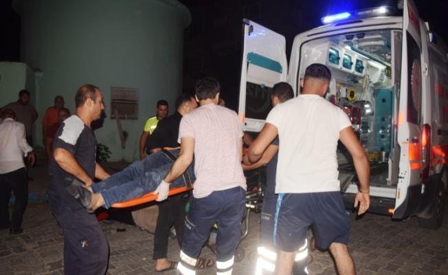 Şanlıurfa'da otomobil ile çarpışan motosikletteki 3 kişi yaralandı