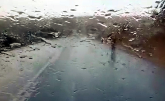 Şanlıurfa'da şaşırtan yağmur
