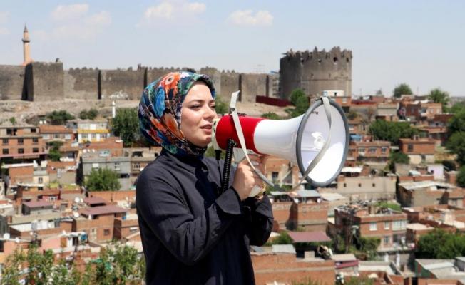 Türkçe ve Kürtçe anonslarla aşı çağrısı yapıyor