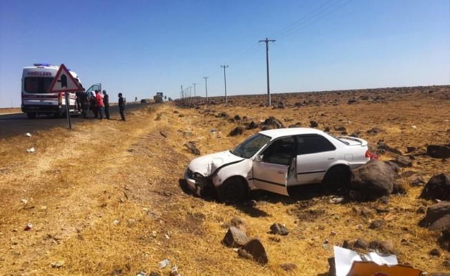Siverek'te otomobil şarampole devrildi: 2 yaralı