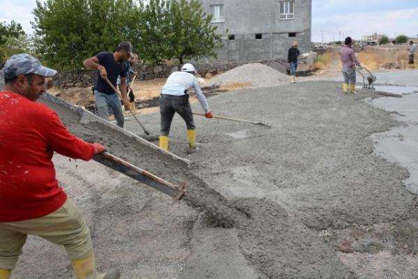 Siverek Üstüntaş'ta beton yol çalışması başladı