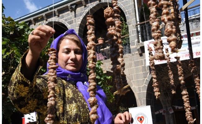 Şanlıurfa'da kazanlar pestil ve pekmez için kaynadı