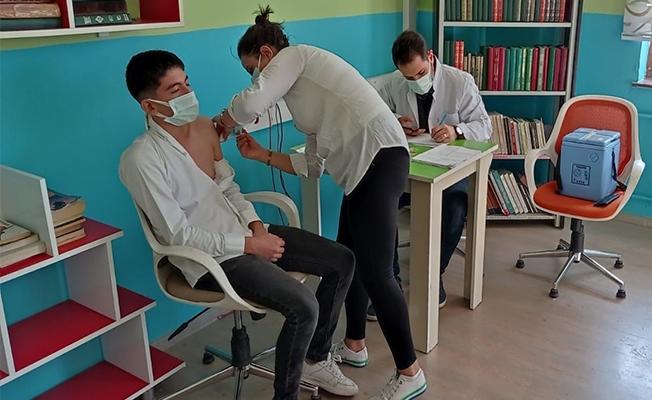 Şanlıurfa'da öğrenciler aşılanıyor