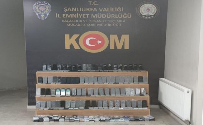 Tırın su deposuna gizlenmiş 470 cep telefonu ele geçirildi