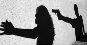Eşi ve iki çocuğunu silahla öldüren şüpheli yakalandı