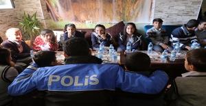 Polis ve Öğrenciler Umut Projesinde Buluştu