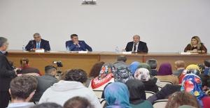 """HRÜ'de """"Küçük Bedenime Dokunma"""" Paneli"""