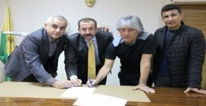 Kemal Kılıç Sözleşme İmzaladı