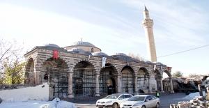 Teröristlerin Tahrip Ettiği Kiliseler Restore Ediliyor