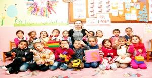 İrem Öğretmen Harran'da Öğrenciler İçin Yardım Topladı