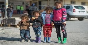 Urfa'da Yaşayan Suriyelilere Giysi Yardımı