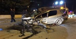 Elektrik Direğine Çarpan Otomobil Takla Attı