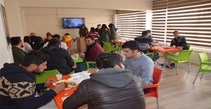 Siverek'te Üniversite Öğrencilerine Yemek Desteği