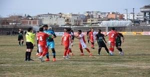 Siverek-Viranşehir Maçında Taraftarlar ile Futbolcular Birbirine Girdi