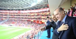 Cumhurbaşkanı Erdoğan, Türkiye-Finlandiya Maçını İzledi