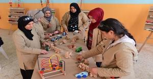 Harran'da Kadın Marangozlar Ahşap Oyuncak Üretiyor
