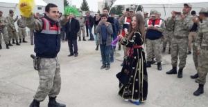 Şanlıurfa'nın Suriye Sınırında Davullu, Zurnalı Yemin Töreni