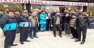 Suruç'ta Esnaf Belediye İşçisini Ödüllendirdi