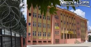 Viranşehir'deki Jiletli Tel Örgülü Okul Cezaevini Andırıyor